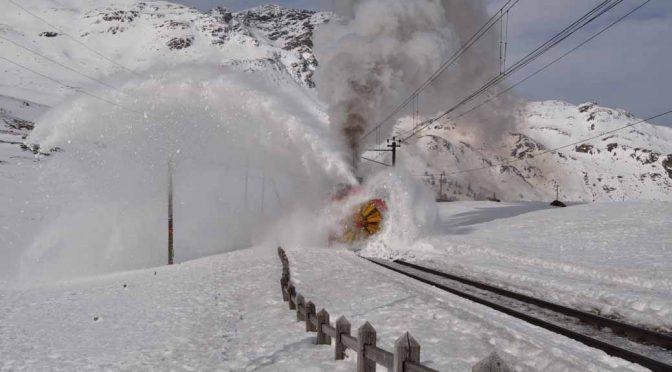 Dampfschneeschleuder am Bernina
